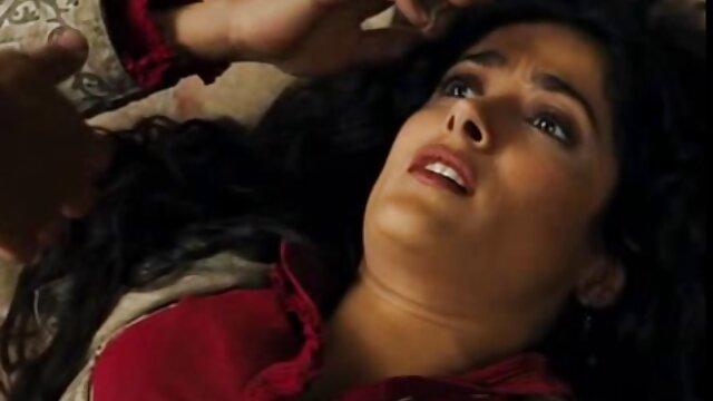 کیتانا در فیلم سکسی کردن زن تلاش برای انتخاب موقعیت های مورد علاقه خود را