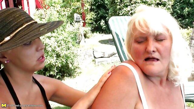 لئون خانم کونگنده آفتابی انگشتان در مرطوب واژن