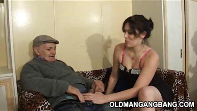 آلت تناسلی مرد سکس با زن عروسکی به حال به غرق به ورطه از مقعد